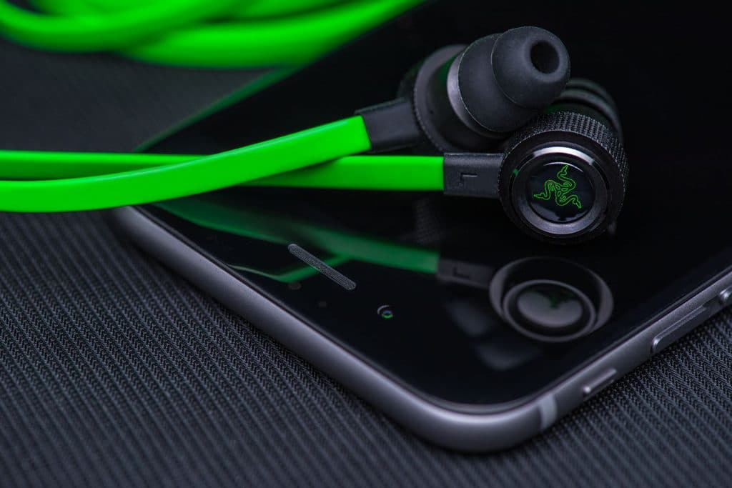 bb11100bf94 TOP 5 Best Gaming Earbuds Reviews (UPDATED July 2019) - WePC