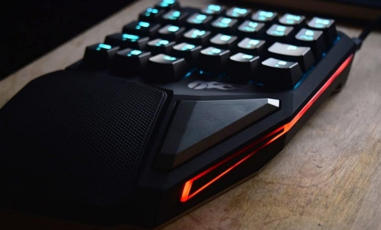 fce0e8b23cd The 5 Best Gaming Keypads with Analog Sticks of (July 2019 ) inc Razer