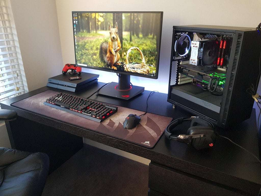 top 50 gaming setups that will make you jealous early 2019. Black Bedroom Furniture Sets. Home Design Ideas