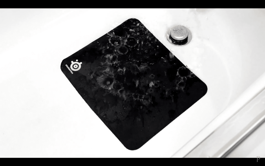 2. Pour water on the mousepad