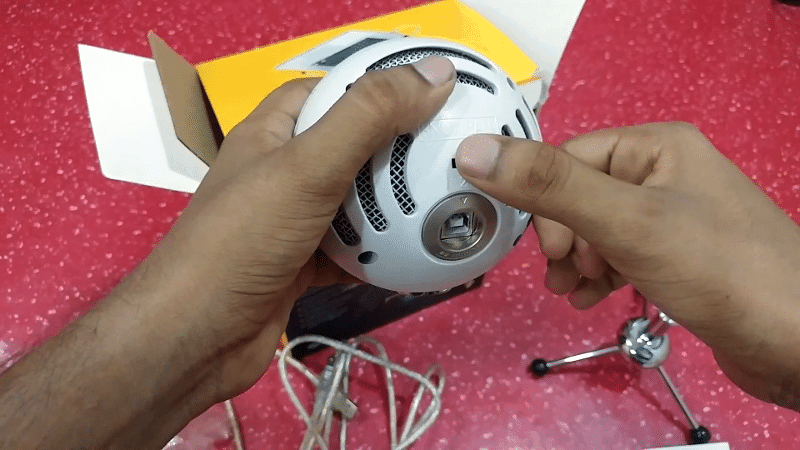 6. Blue Snowball unboxing